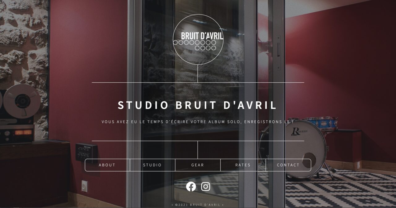Studio Bruit D'Avril site over an image of an elegant music recording studio with links for About, Studio, Rates, Gear, and Contact